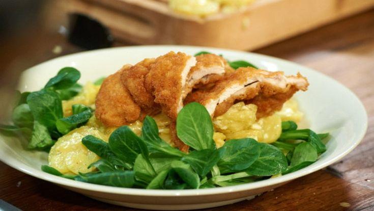 Backhendl mit Kartoffel-Feldsalat-Salat Tim Mälzer
