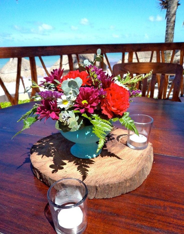 CBV254 Wedding Riviera Maya centro de mesa turquesa con flores en magenta  / centerpieces tourques with flowers hot pink