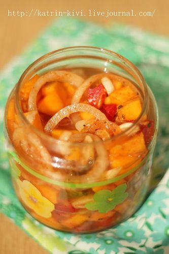 Маринованая тыква с луком, перцем и имбирем