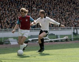 West Ham 2 Fulham 0 in May 1975 at Wembley. Graham Paddon makes a great run down the tough line in the FA Cup Final.