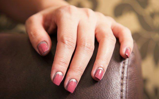 """Passo a passo: aprenda a fazer a """"border nail"""" da Chanel - Unhas - iG"""