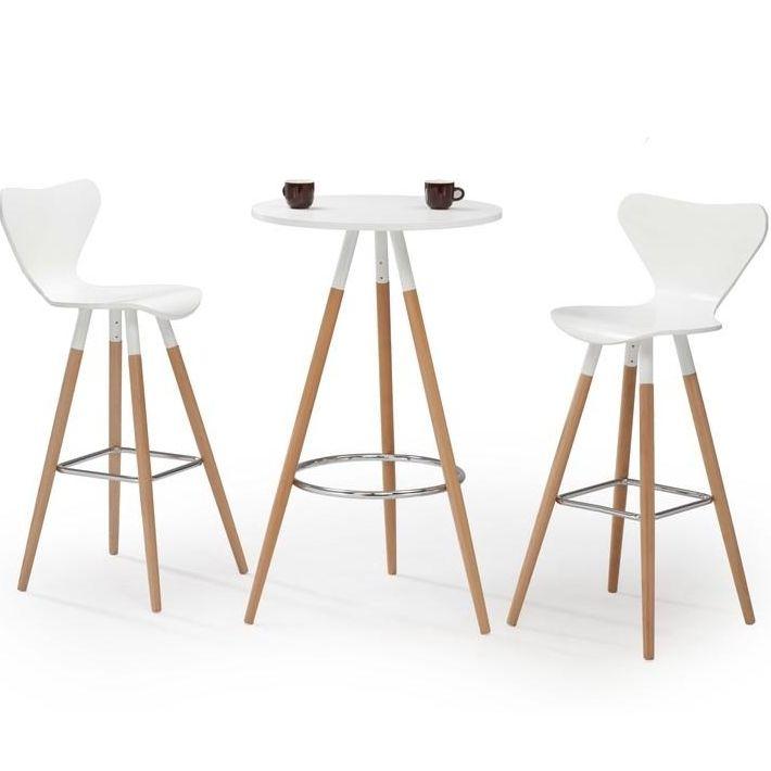 Voilà une table haute ronde qui séduira tous les membres de la famille grâce à son style à la fois moderne et scandinave. Cette table haute en bois massif (pieds) est équipée d'un repose-pied en acier chromé à la manière des tables de bar et d'un plateau en MDF laqué blanc. Facile à intégrer au milieu d'une cuisine ou dans un coin repas du salon, cette table design vous permettra de prendre vos repas sur le pouce tout en décorant joliment votre intérieur. Elle a en plus l'ava...