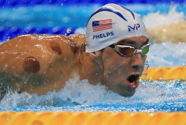 8月8日、リオデジャネイロ五輪で7日、競泳男子400メートルリレー決勝で、米国のマイケル・フェルプス選手(31)が通算19個目の…