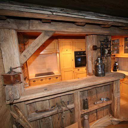 La cuisine d 39 un appartement comme un vieux chalet photos for Vieux meubles restaures