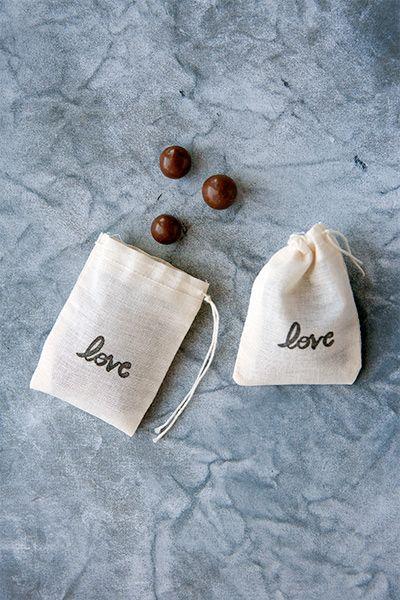 Candy Buffet Creations muslin 'Love' bags