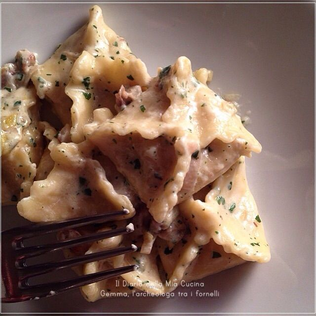 Fagottini di Pasta Fresca con Radicchio e Ricotta, conditi con Speck, Panna e Noci