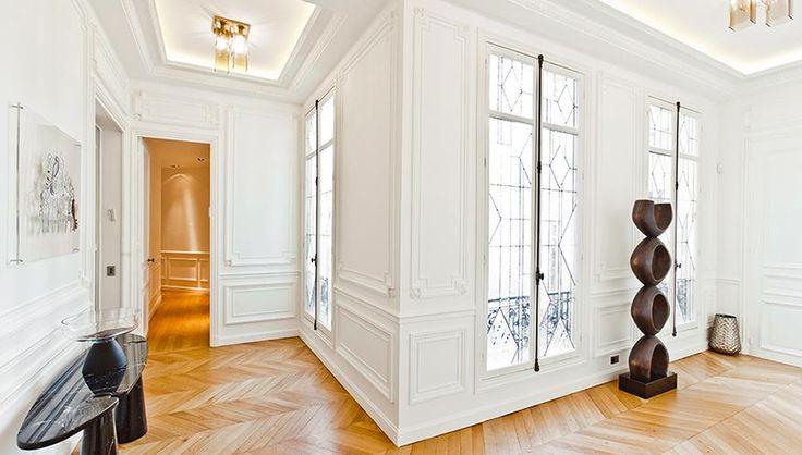 Entrée de l'appartement haussmannien avec vitraux réalisés