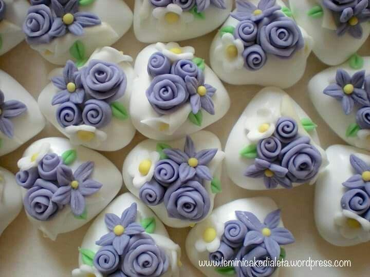 Confetti decorati a mano.  www.leminicakedialeta.wordpress.com