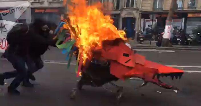 Molotow-Cocktails und Zusammenstöße bei 1.-Mai-Demo in Paris