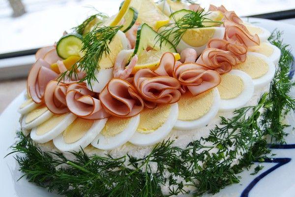 Ljuvligmat.se - en mat- och bakblogg - Smörgåstårta med räkor