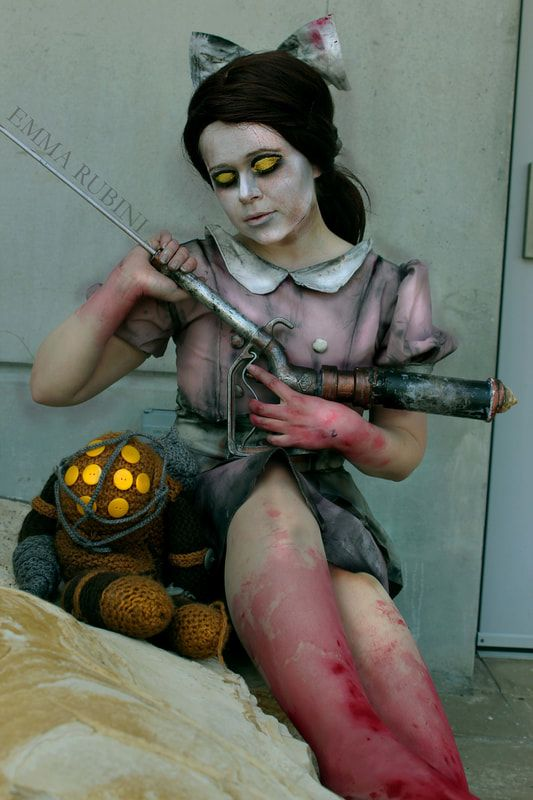 Today we're featuring the amazing Emma Rubini. Her cel shading techniques are mind blowing, and all her costumes are cleverly unique. Read her full interview below! Little sister bioshock cosplay costume interview feature friday breezeeweezee cosplay blog