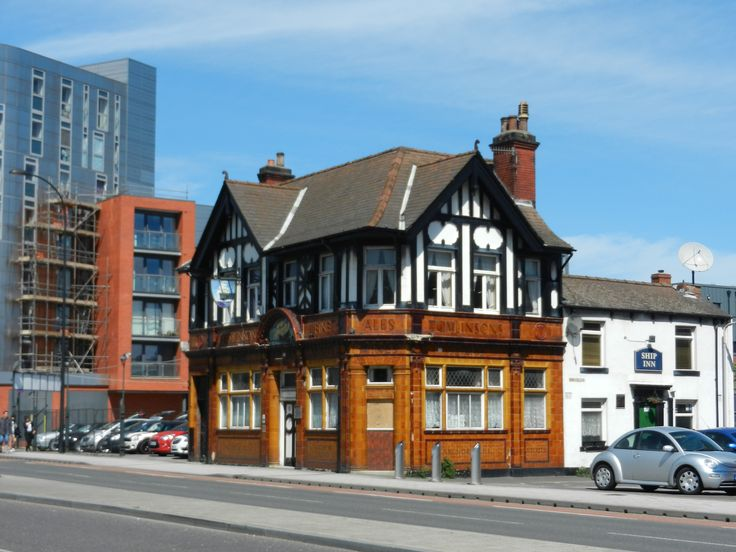Near to the Shalesmoor tram stop in Sheffield, the Ship Inn is decorated with magnificent, yellow tiles of Tomlinsons brewery
