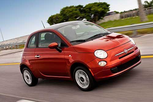 A FCA (Fiat Chrysler) iniciou a primeira fase do recall do Fiat 500 por problemas no pedal da embreagem.   Segundo a Fiat, o recall envolve as unidades ano/modelo 2012 a 2016, equipados com câmbio manual. Os veículos convocados podem apresentar curso excessivo do pedal de embreagem, impossibilitando a troca de marchas.