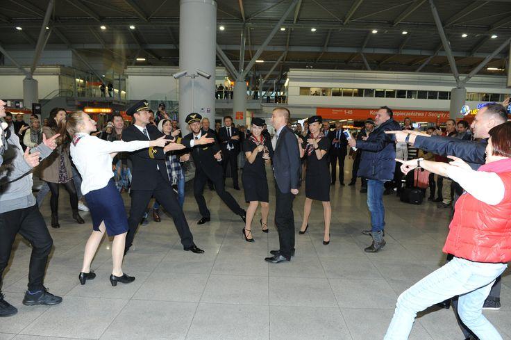 Półmilionowy pasażer Dreamlinera odprawiony na Lotnisku Chopina w towarzystwie Teatru ROMA. Czytaj więcej: http://www.lotnisko-chopina.pl/pl/lotnisko/informacje-ogolne/pressroom/aktualnosci/2014/11/polmilionowy-pasazer-dreamlinera-na-lotnisku-chopina