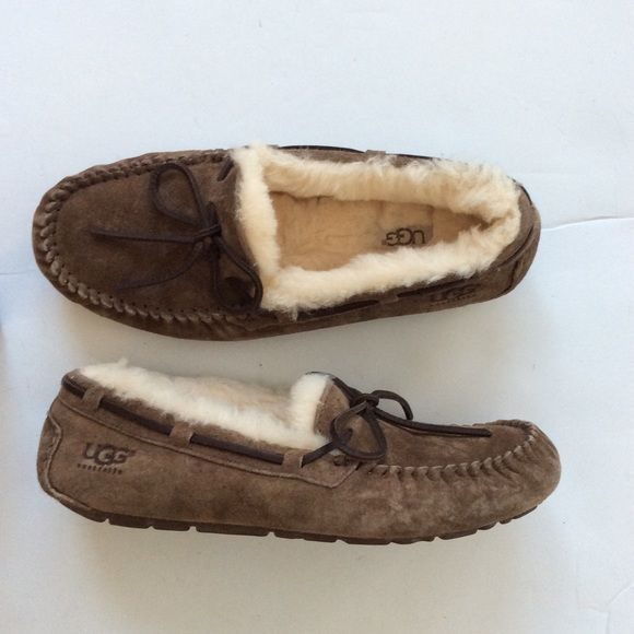 ugg dakota slippers 8 Worn one time. Minor wear ❌ sorry no trades - price is firm even if bundled ❌ UGG Shoes Moccasins