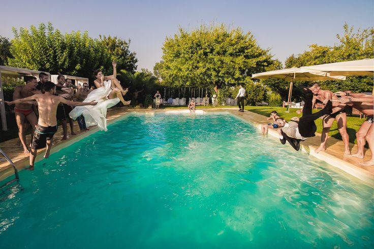 Sposi giù nella piscina! #sposabagnatasposafortunata #wedding