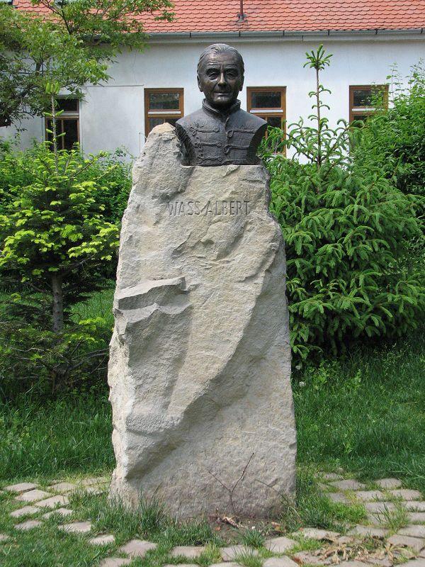 Wass Albert szobor (Budakeszi) http://www.turabazis.hu/latnivalok_ismerteto_4684 #latnivalo #budakeszi #turabazis #hungary #magyarorszag #travel #tura #turista #kirandulas