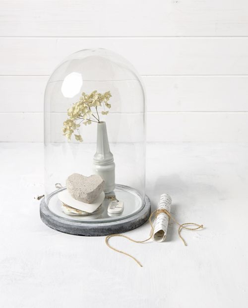 Sneeuwwitje - vtwonen by Maaike Koorman & Stephanie Rammeloo #glassbell #interior #styling