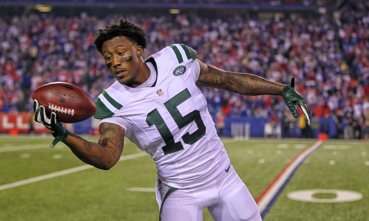 Jets' WR Brandon Marshall to learn on Thursday or Friday if he'll play = Wideout Brandon Marshall injured his knee in the game against the Buffalo Bills. He went down to the turf with his knee twisting sideways under him, and the replays made it look really bad. So far, though, it doesn't appear.....