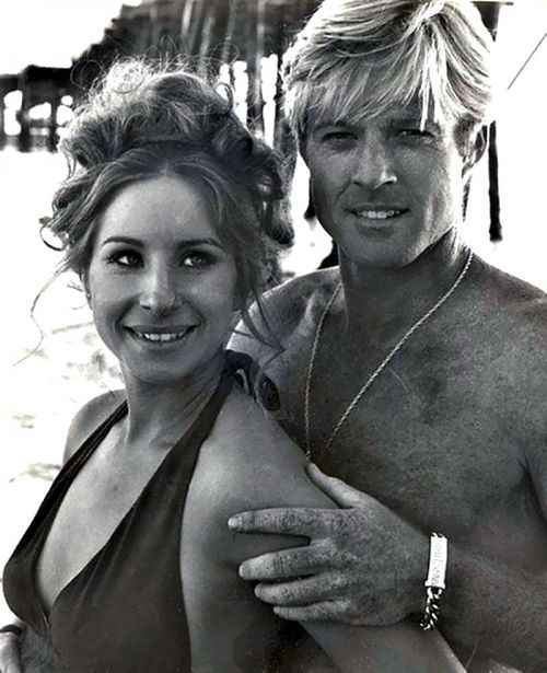 THE WAY WE WERE (1973) - Barbra Streisand & Robert Redford on the beach - Directed by Sidney Pollack - Columbia Pictures - 1973.
