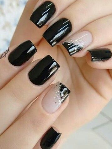 Black nails // Unghie, nero, brillantini.