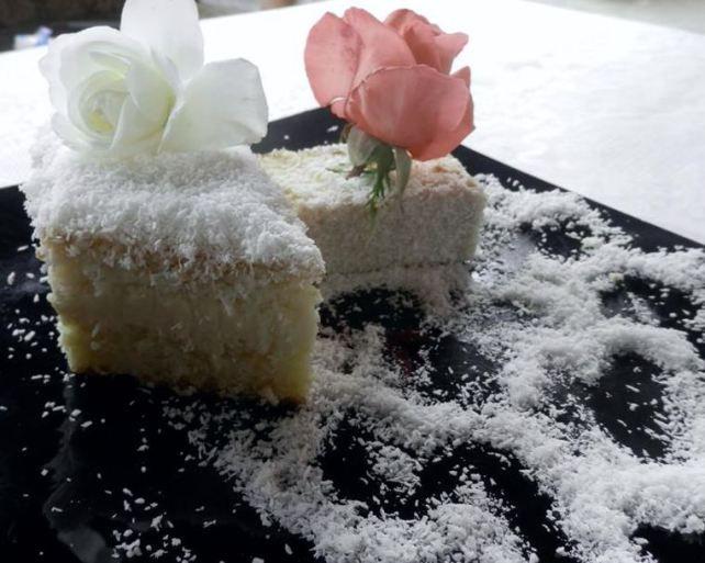 rafaello cake....deosebita :* http://sweetsbynicole.org/2014/09/28/tortul-de-duminica/