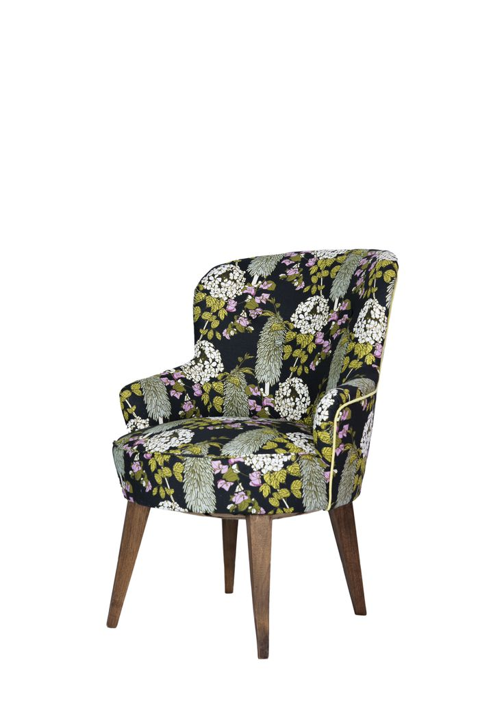 perusteellisesti kunnostettu emma tuoli verhoituna ihanalla Abigail borgin kukkakankaalla. #tuoli #chair #verhoomovanhanviehatys #verhoilu #upholstery #abigailborg #nojatuoli #vanhastauutta