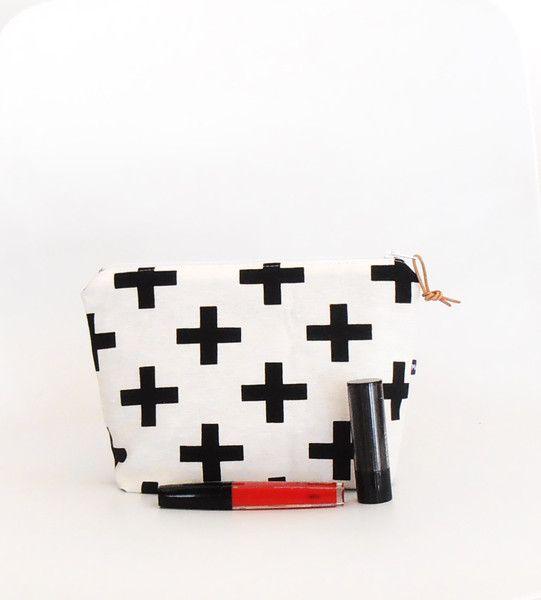 Make-up tassen - Make up tas kruis, plusteken,zwart wit - Een uniek product van MaRose-Edith op DaWanda
