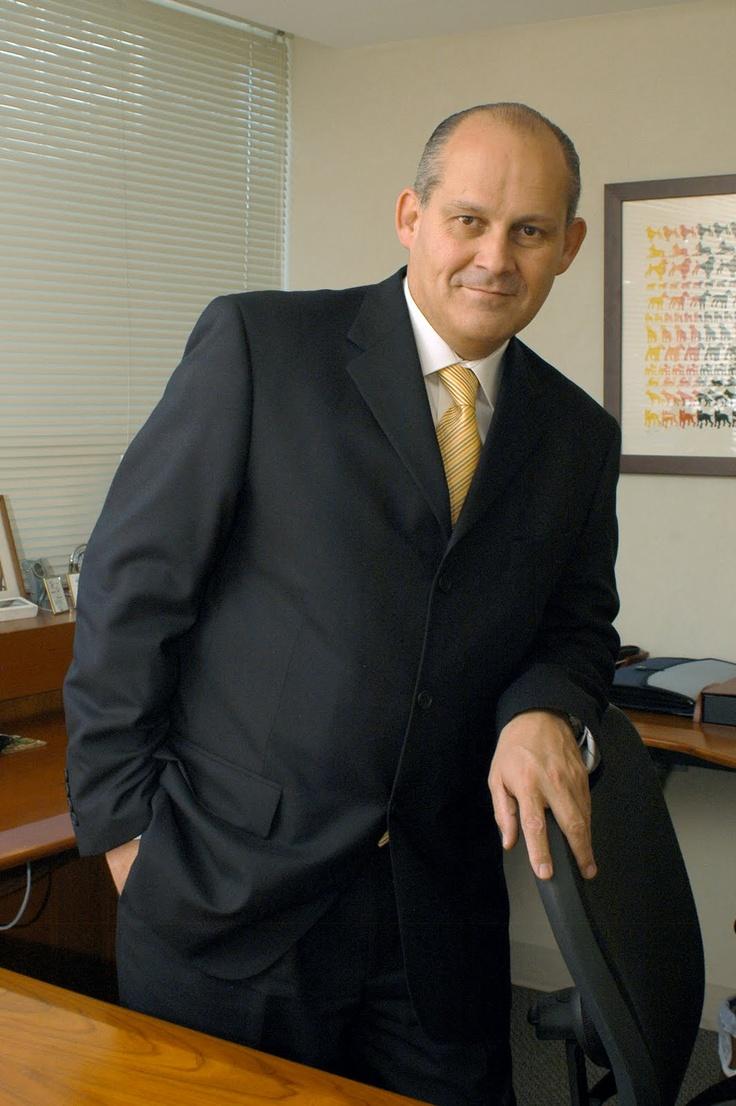 !ntegrante de la primera generación de la Licenciatura en Hotelería. de CESSA Universidad, Alejandro Watson cuenta con más de 30 años de experiencia tanto en la industria hotelera como otros giros empresariales, habiéndose especializado en la comercialización, un rubro con gran potencial en el turismo de México.