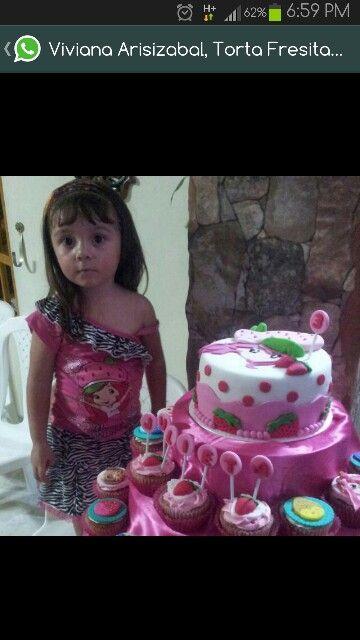 Hermosa. Torta y cup-cakes fresita.mr.ponQ