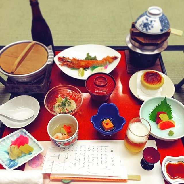 昨日の夕ご飯は常盤ホテルの懐石料理でした おいしかった お鍋の中はワイン豚でした #常盤ホテル #夕ご飯 #夕飯 #懐石料理 #おいしい #おいしかった #ビール苦手だけど  #food #foodstagram #japanesefood #kaiseki #tokiwahotel #yam #yammy #yamyam #yum #yummy #yumyum #delicious #dinner #yesterday #lastnight by ntsmi
