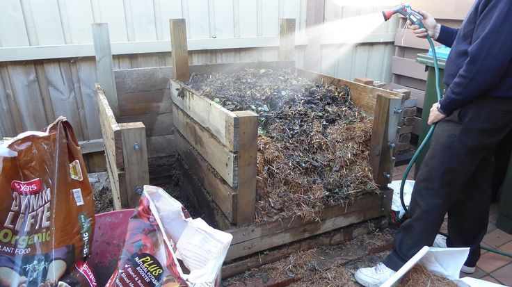May 2016..... I regularly make compost for my garden, and using the Berkley method I can make excellent compost in 18 days.  Here's how http://joharthash.blogspot.com.au/