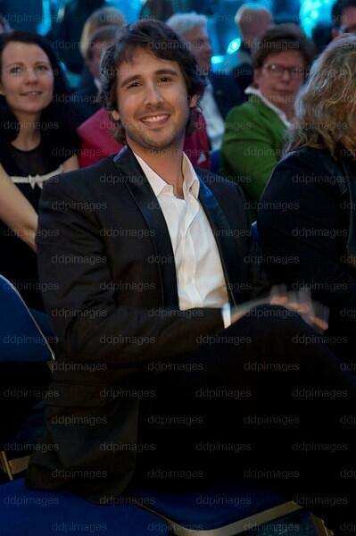 - josh groban white shirt and black jacket.. marvelous!