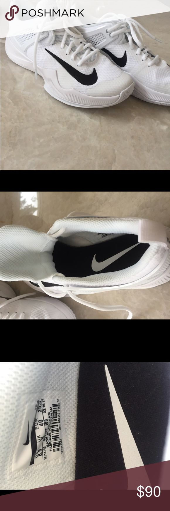 NIKE VOLLEYBALL SHOES Women's Nike air zoom volleyball shoe, never worn! Shoes Sneakers