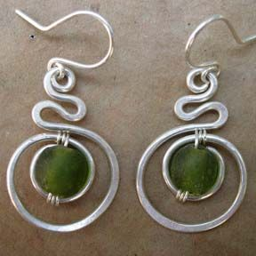AMAZING website of wire jewelry and bead ideas