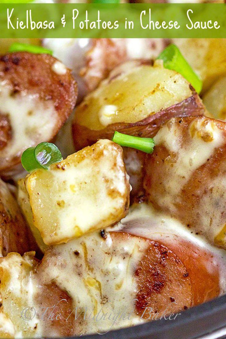 Kielbasa & Potatoes in Cheese Sauce   bakeatmidnite.com   #kielbasa #potatoes #skilletdinners