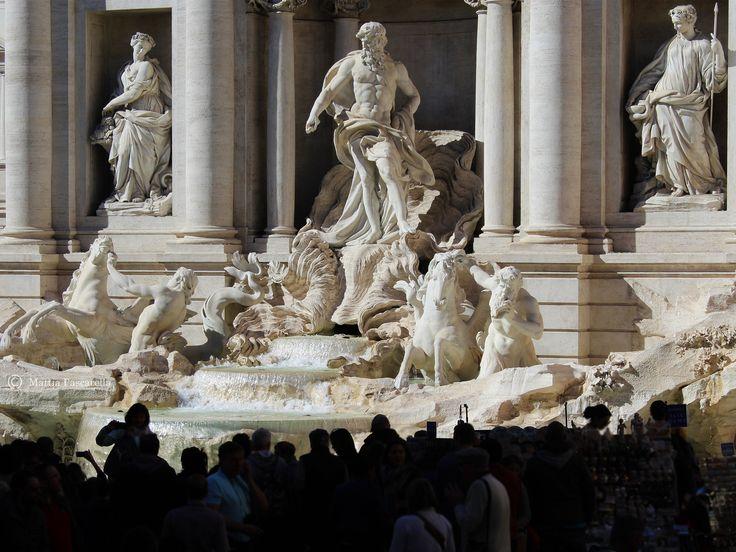 LaFontana di Treviè la più grande e una fra le più notefontane di Roma; è considerata inoltre una delle più celebri fontane del mondo. La fontana, progettata daNicola Salviè adagiata su un lat…