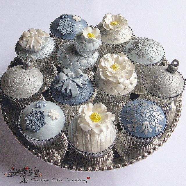 Silver Wedding Cupcakes | Vanilla cupcakes with silver deocr… | Flickr