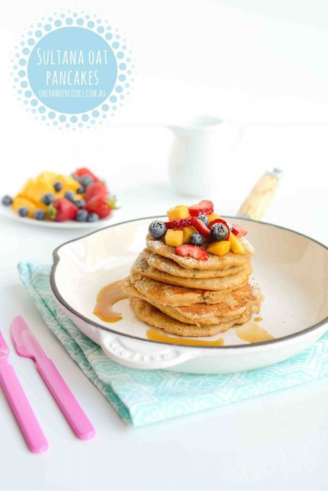 NEW} SULTANA OAT PANCAKES: A perfect finger food option to add variety to your breakfast or snack routine.  Think porridge as a pancake. #onehandedcooks