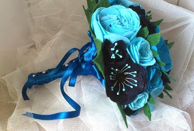 Ramo de fieltro: Tonos azules, anémonas, rosas y rosas inglesas