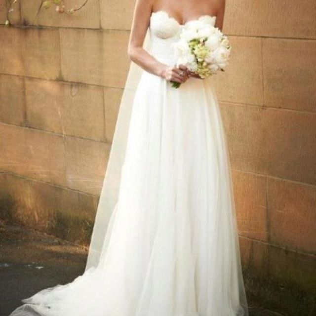I am absolutely in love with this dress....gorgeous!!!!