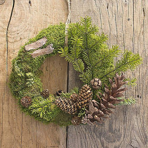 Moss and pinecone wreath, wood