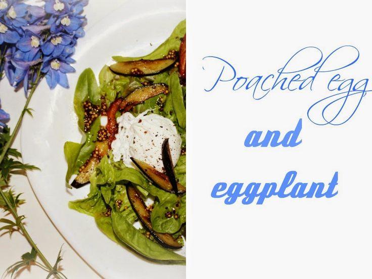 теплый салат с баклажаном и яйцом пашот