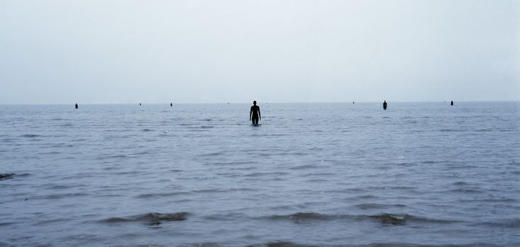 Antony Gormley, Another Place 1997 « Obsidian & Biacca