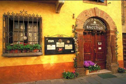 Italy    Tuscany Cafe on Hill