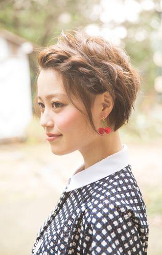 ショートのカチューシャ風編み込み♡ ライブ・コンサートにおすすめのヘアスタイルのアイデア。髪型・アレンジ・カットの参考に☆