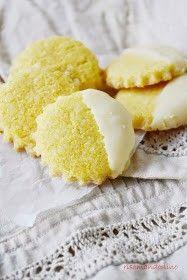 Biscotti di mais all'aroma di limone e cioccolato bianco http://risomandorlino.blogspot.it/2014/04/biscotti-di-mais-allaroma-di-limone-e.html?m=1