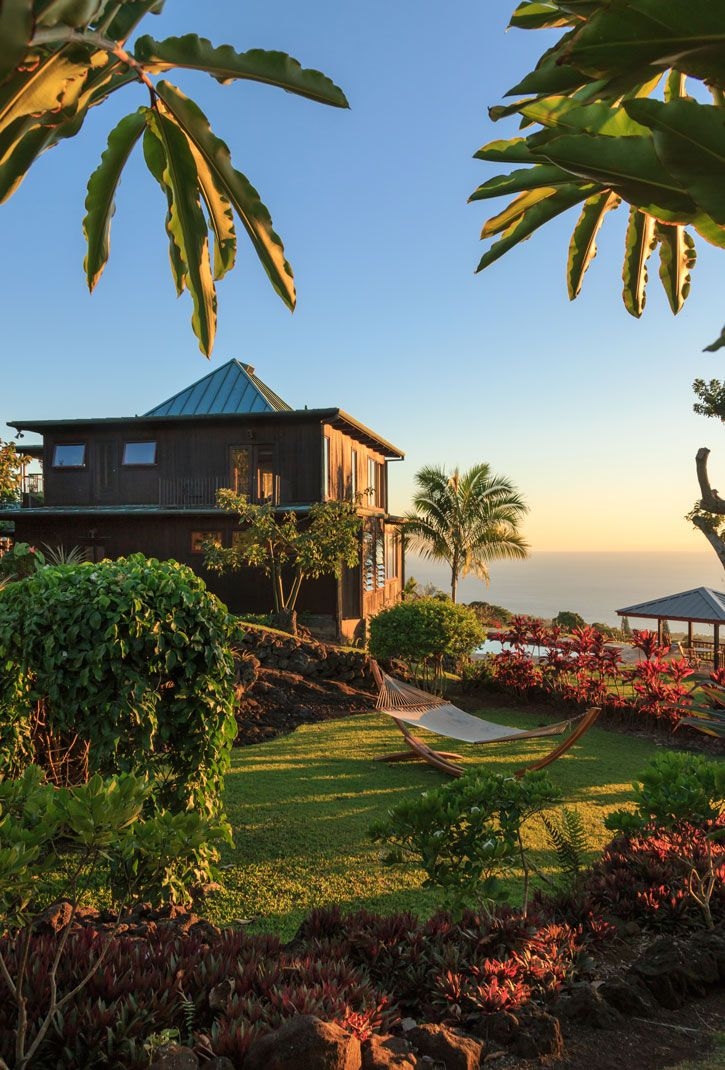 Exterior view of Holualoa Inn, a luxury home turned bed and breakfast.