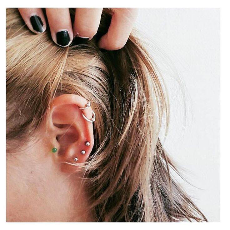 Piercings na orelha são boas alternativas para quem quer um visual diferente, mas não pretende ousar demais com joias em lugares incomuns. Apesar de simples, a peça pode ganhar destaque e charme extra se apostar em estilos originais. Conheça algumas ideias delicadas para inovar na hora de colocar o piercing na orel