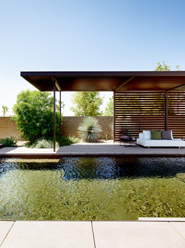 Outdoor lounge area - Las Vegas Residence by Marmol Radziner - Photo: Joe Fletcher